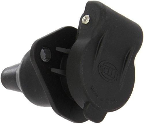 HELLA Steckdose 3-polig, für Land- und Baumaschinen nach DIN 9680 . aus schwarzem Kunststoff, mit Gummitülle. Einbauöffnung: ø 26 mm. 4 x 6,3 mm / 1 x 4,8 mm Flachsteckanschlüsse. Belastbarkeit: max. 16 A bei 24 V (Leitungsquerschnitt 1,5 mm²), max. 24 A