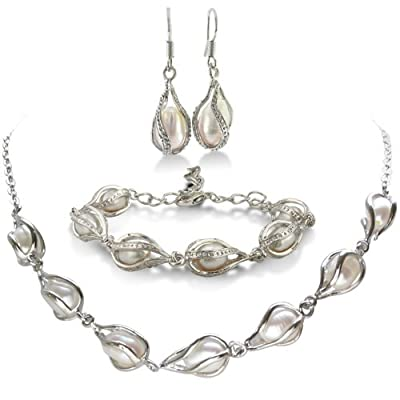 Unusual Freshwater Pearl Set, Necklace, Bracelet and Earrings: Jewelry