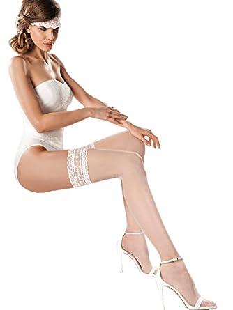 Collection de mariage bas autoportants blanc transparent avec belle dentelle de large par Gabriella
