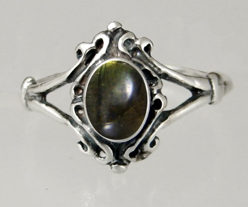 An Elegant Sterling Silver Victorian Ring Featuring a Lovely Spectralite Gemstone