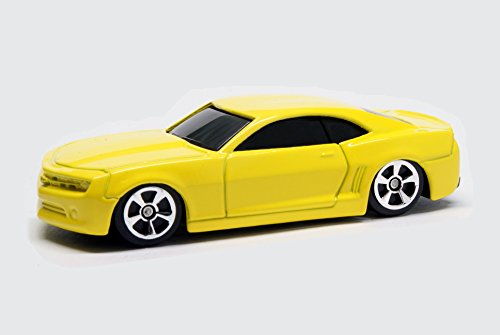 Maisto 2006 Camaro Concept YELLOW short card Adventure Wheels 1:64