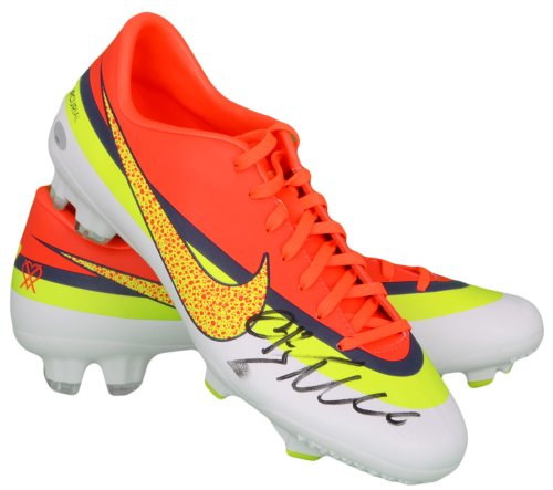 Cristiano Ronaldo Autographed Cleat - Nike - ITP - Slight Smudge - PSA/DNA Certified - Autographed Soccer Cleats