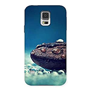Ajay Enterprises Pebbels Chocolate Drops Multiple Back Case Cover for Samsung Galaxy S5