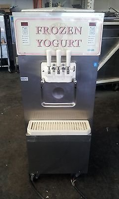 Carpigiani Coldelite UF313 Soft Serve Ice Cream Frozen Yogurt Machine Working