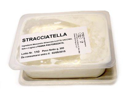フレッシュチーズ ストラッチャテッラ 300g イタリア産 金曜発送