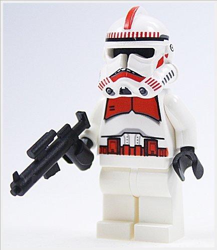 LEGO STAR WARS - Minifigur CLONE TROOPER / SHOCK TROOPER EPISODE 3 MIT WAFFE / STURMGEWEHR - rote Markierungen auf Helm und Oberkörper