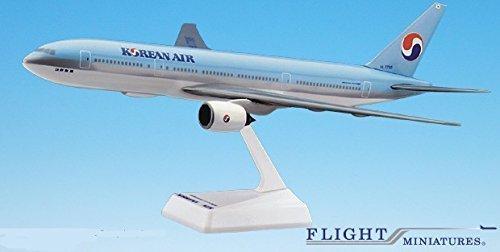 korean-air-84-cur-777-200-airplane-miniature-model-snap-fit-1200-partabo-77720h-011
