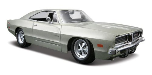 Maisto Die Cast 1:24 Scale Silver 1969 Dodge Charger R/T