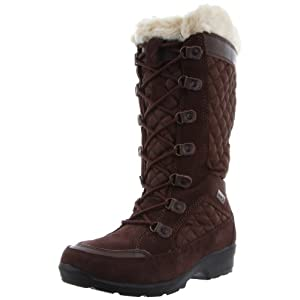 Quilted nylon and a faux-fur collar add timeless style to this extra-warm snow boot.