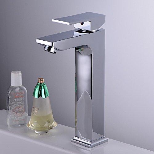 furesnts-maison-moderne-robinet-de-cuisine-et-de-salle-de-bains-la-surface-en-cuivre-de-largent-visa