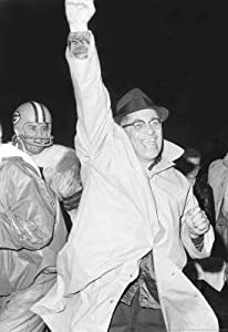(11x17) Vince Lombardi Arm Up Archival Photo Sports Poster Print