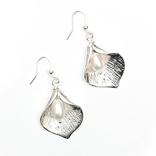 idin-matte-finished-rhodium-plated-calla-lily-flower-with-white-freshwater-pearl-drop-earrings