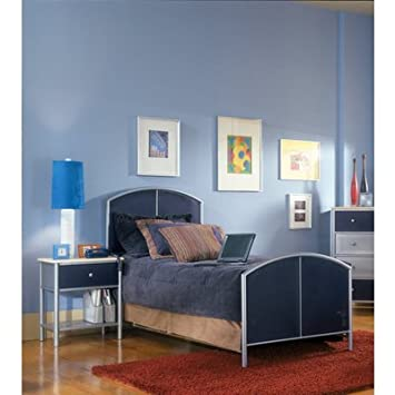 Hillsdale Universal 2 Piece Mesh Bedroom Set