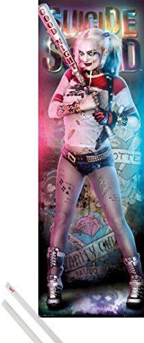 Poster + Sospensione : Suicide Squad Door Poster (158x53 cm) Harley Quinn e Coppia di barre porta poster trasparente 1art1®