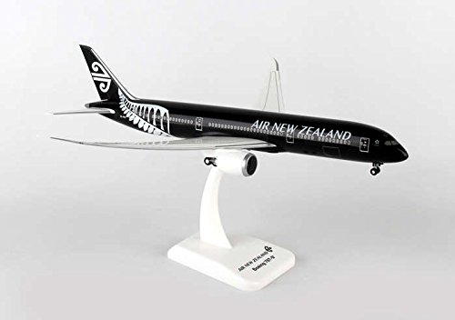 hogan-wings-1-200-commercial-models-hg0687g-1-200-air-new-zealand-787-9-with-gear-flexed-wings