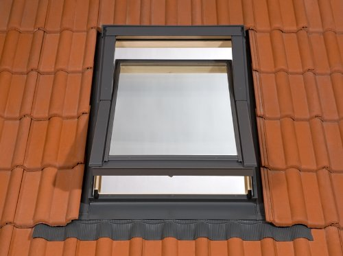66-x-112cm-deluxe-roof-velux-style-window-includes-free-flashing-kit