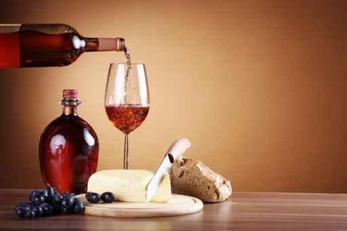 Rotwein Einschank Mit Essen, Red Wine with Cheese and Bread - 30