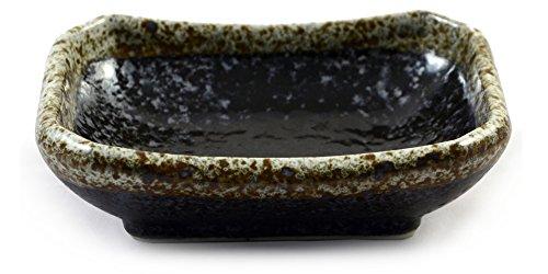schwarze-tupfen-verglaste-japanische-keramiksojasauce-gericht