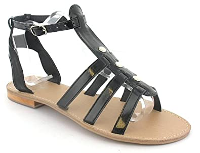 Sandals are stylish, comfortable and practical – and the ones we offer here are no exception. Our range of sandals and flip flops for women covers almost every design you could think of: from the classic gladiator sandal and its Ancient Roman influence to the modern diamante-covered black sling back – we've got every sandal you could wish.