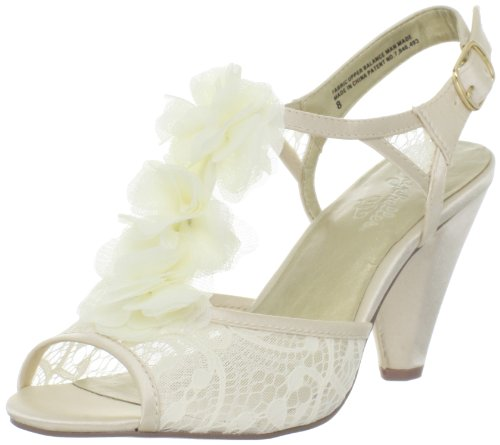 Seychelles Women's Jumpin The Broom Sandal,Ivory,9 M US