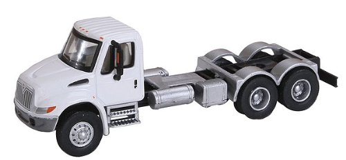 Walthers SceneMaster International 4300 2-Axle Chassis