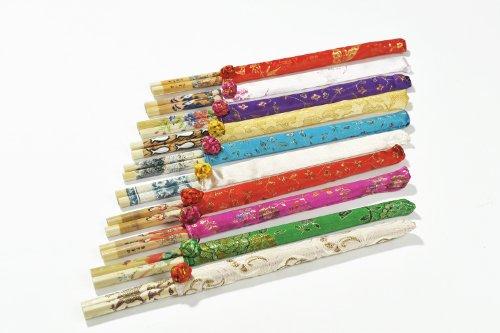"""Abacus Asiatica: """"Zehn Beutel des Schlaraffenlandes"""": Edles asiatisches Eßstäbchen-Set aus bedrucktem Holz. Verschiedene Motive in schönen Beuteln (10 Paar Stäbchen und 10 Beutel aus schönem Stoff). Maße der Stäbchen: 24,5cm x 0,2cm - CS-PL-S10-01 DE"""