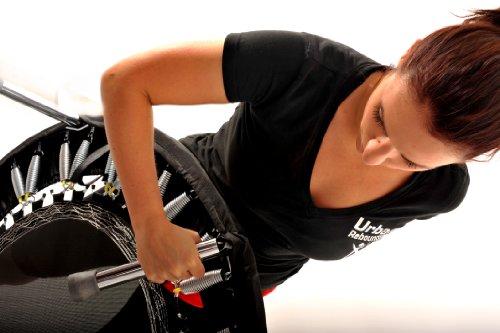 Hochwertiges professionelles Mini-Trampolin - Ideal für Ski-Fitness, Verbesserung der Balance, Steigerung der Koordination und Stärkung der Gelenke. Weltweit tausendfach eingesetzt in Fitness-Studios, Physiotherapie Praxen und Kliniken! Robust und platzsparend. Kaufen Sie den besten Rebounder, weil Ihr Körper es verdient hat und Sie Ergebnisse erzielen möchten. Inklusive einer DVD (in Englisch) mit einer Zusammenstellung von vier fantastischen Rebounding Workouts für Anfänger und Fortgeschrittene sowie Einweisung in die korrekte Technik. Ideal für Personen bis zu 130 kg Körpergewicht. Super schnelle Lieferung innerhalb von 3 - 5 Tagen! -