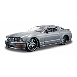 Maisto 1:24 Custom Shop Assembly Line Model Kit: 2006 Ford Mustang GT