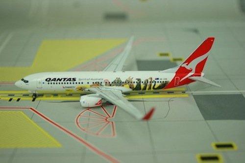 phoenix-qantas-737-800-1-400-optus-regvh-vzd