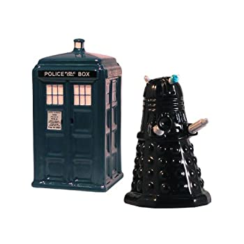 An epic battle across space and time can now take place over your dinner table with our TARDIS vs Dalek salt and pepper shaker set! These collectible ceramic shakers are a must for every Doctor Who fan.