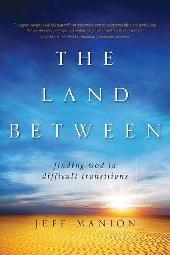 The Land Between: Finding God in Difficult Transitions [Manion, Jeff] (Tapa Blanda)