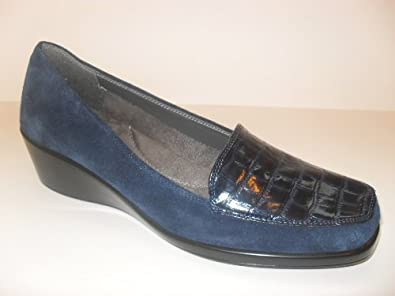 WOMEN'S AEROSOLES NAVY BLUE SUEDE WITH CROCODILE PRINT WEDGE PUMPS (FINAL EXAM), SIZE 10 M