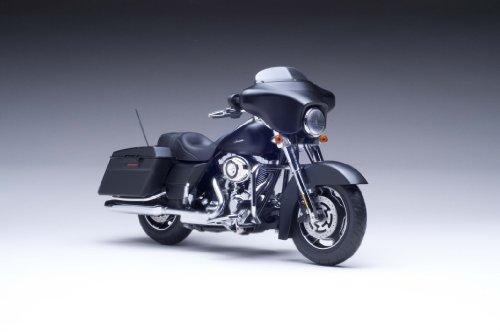 1:12 Scale 2010 Harley-Davidson® FLHX Street Glide