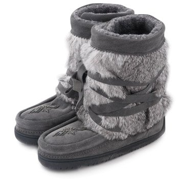 Traditionally worn for hunting in the snow, Canadian Aboriginals have been enjoying the warmth and comfort of Manitobah Mukluks for hundreds of years. These boots are inspired and handmade by the Aboriginals of Canada. Every pair is unique and indivi...