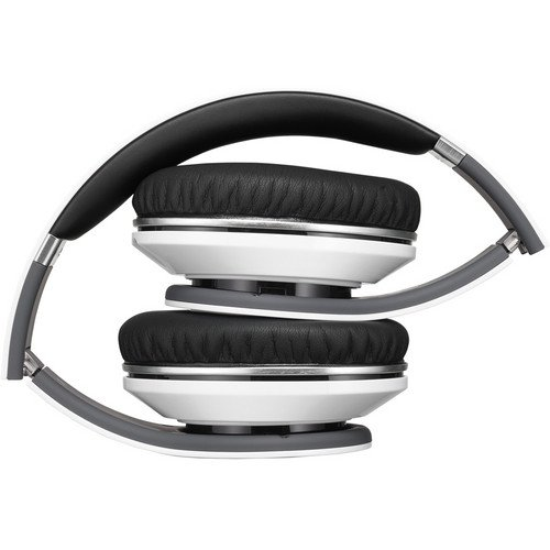 Beats Studio Over-Ear High Definition Isolation Headphones (White) Bundle with Custom Design Zorro Sounds Cleaning Cloth