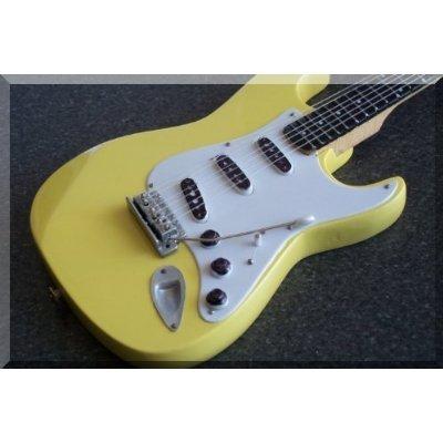 richie-blackmore-miniature-mini-guitar-deep-purple-fender-stratocaster