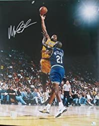 Magic Johnson Signed Los Angeles Lakers 16 x 20 Photo