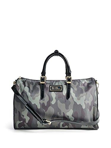 guess-florencia-camo-print-duffle-bag