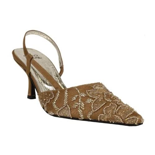 Brocade and silk for a beautiful wedding shoes.