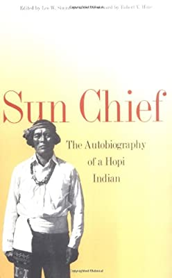 Sun Chief: The Autobiography of a Hopi Indian (Yale Western Americana Paperbounds Serie)