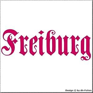 cartattoo4you AH-00662 | FREIBURG - Fraktur / Altdeutsche Schrift | Autoaufkleber Aufkleber FARBE pink / magenta , in 23 weiteren Farben erhältlich , glänzend 57 x 20 cm in PREMIUM - Qualität Waschstrassenfest VERSANDKOSTENFREI