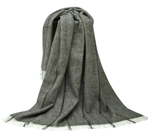Extralange grau gestreifte Wolldecke mit dunkelgrauen Längsstreifen aus 100% naturbelassener skandinavischer Schurwolle, ca 240x140cm mit Fransen, 1100g