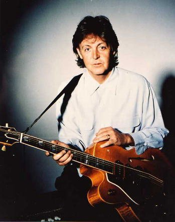 ブロマイド写真★ポール・マッカートニー Paul McCartney/ギターを持つ/ザ・ビートルズ The Beatles
