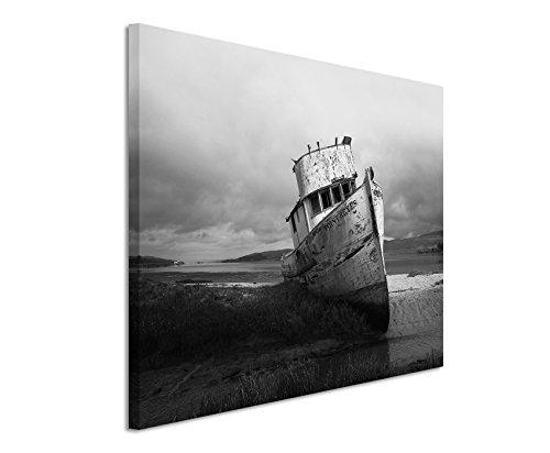 50x70cm Leinwandbild schwarz weiß in Topqualität Gestrandetes Fischerboot Kalifornien
