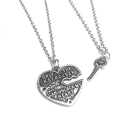 juego-de-dos-joyas-ciondoli-compuestas-por-un-colgante-en-forma-de-corazon-con-texto-only-keyholder-