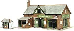 B32 Superquick Country Garage with Petrol Pump - 1/72 OO/HO - Card Model Kit