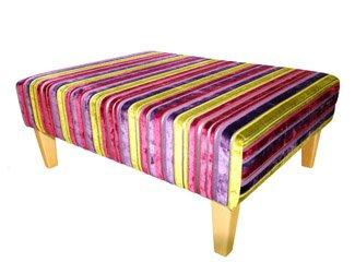 Tavolino imbottito in lussuoso velluto a righe
