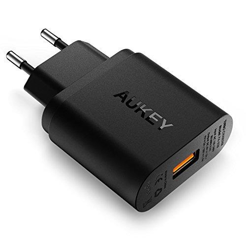 AUKEY Quick Charge 2.0 Caricatore USB a muro 18W per iPhone 7 / 7 Plus, Samsung GalaxyNote7 / S7 / S6 / S6 Edge / Note 4, HTC One M9, Nexus 6, adattatore del caricatore USB con Plug UE, un Micro USB cavo per Quick Charge (Nero)