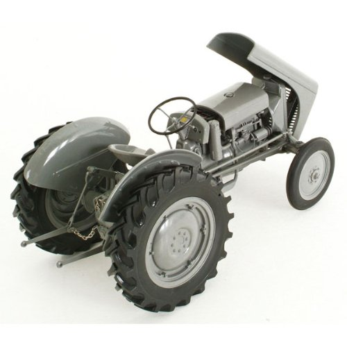 Massey Fergusson Die Cast TE-20 Vintage Tractor Scale 1:16