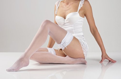 Sienna's Night White Hold Ups 20 Denier Finished With A Ribbon Double Silicone lace Band